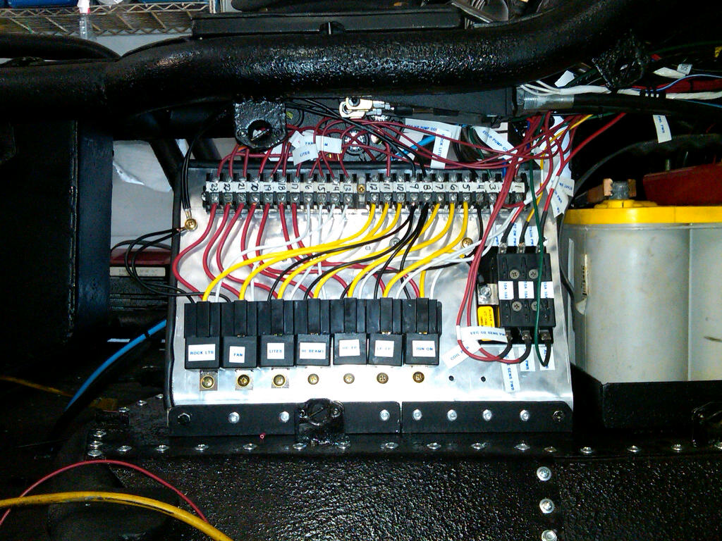 Auxiliary Fuse Relay Box Wiring Library Universal Distribution Buggy Dash Layout Pirate4x4com 4x4 And Off Road Forum Passenger Side